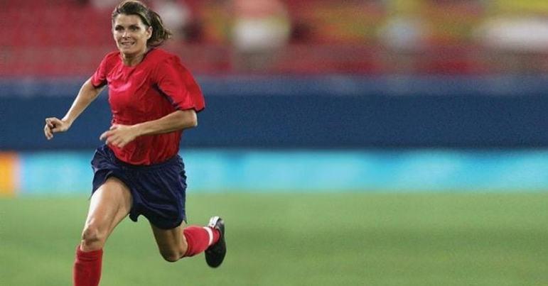 Duas vezes eleita melhor jogadora do mundo pela Fifa, a ex-atacante Mia Hamm conquistou três medalhas olímpicas pelos Estados Unidos: prata em Sydney 2000 e ouro em 1996 e 2004.