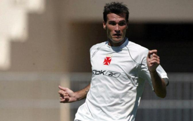 Dudar - O zagueiro teve uma passagem razoável no Vasco entre 2006 e 2007. Começou bem, mas foi cometendo algumas falhas até sair do Cruz-Maltino. Atualmente está aposentado.