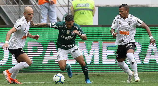 Dudu acordou o Palmeiras aos 37 minutos do segundo tempo. Tarde demais
