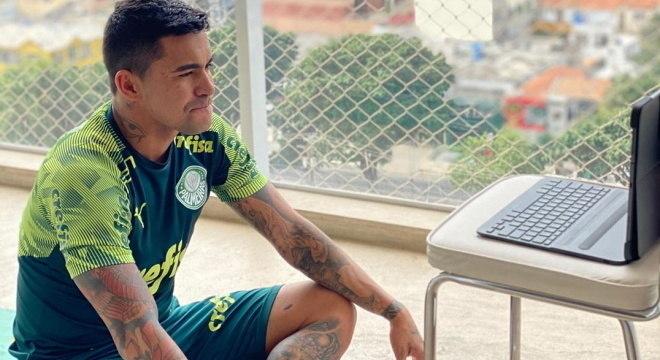 Dudu acompanha treino do Palmeiras em casa, pelo computador
