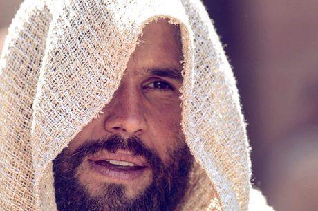 Dudu Azevedo em cena de Jesus