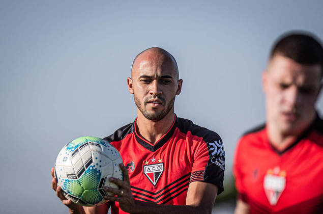Dudu (lateral-direito - 23 anos) - Pertence ao Internacional e está emprestado ao Atlético-GO somente até 28/2 - Outro que tem sido titular no Dragão