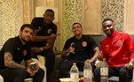 Dudu, também mostra que está bem no Qatar ao lado dos amigos de clube