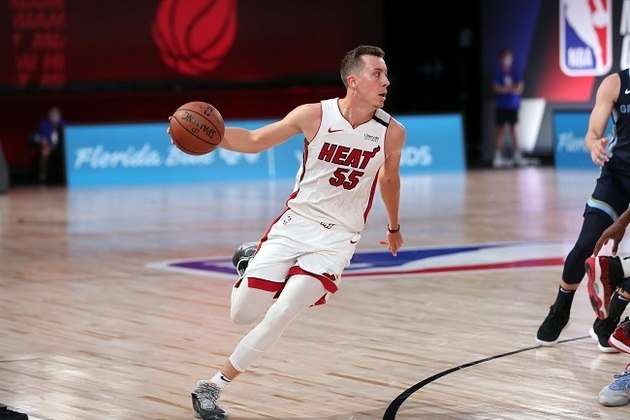 Duncan Robinson (ala) - Robinson talvez tenha sido o melhor arremessador de três pontos desta temporada na NBA. Quase 90% dos arremessos do ala são do perímetro. Nos playoffs, o aproveitamento do sniper de Miami é de 44,4%. Por isso, Robinson é peça essencial no esquema ofensivo do Heat.