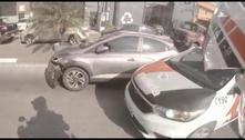 Dupla tenta atropelar policiais e é presa após 8 km de perseguição