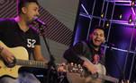 Dupla sertaneja Piter e Eddie, revelação do Produtor Crystal, canta seus grandes sucessos no palco do Trilha de Sexta