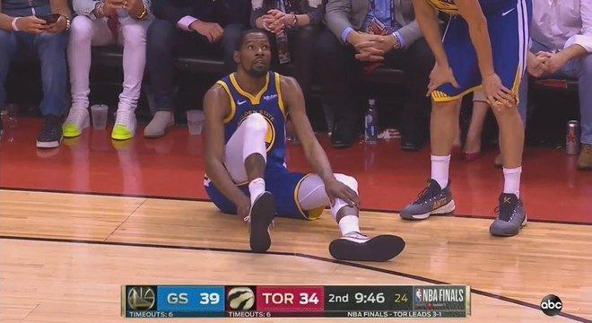 O momento exato da contusão de Kevin Durant