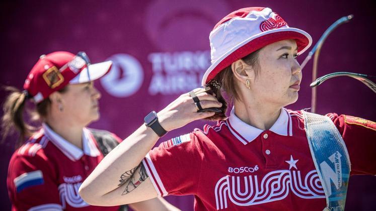 Durante as disputas do tiro com arco, a russa Svetlana Gomboeva precisou ser atendida e chegou a passar mal diante do forte calor que fazia pela manhã no Japão. Ela completou a prova e terminou em 45º lugar entre 64 atletas na fase classificatória.