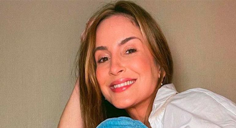 Durante entrevista na Rádio Transamérica, a cantora comparou os brasileiros com os estadunidenses, afirmando que o povo do Brasil é mal educado: