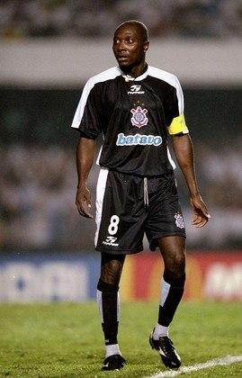 Durante o Mundial de 2000, o Corinthians usou uniformes alternativos.