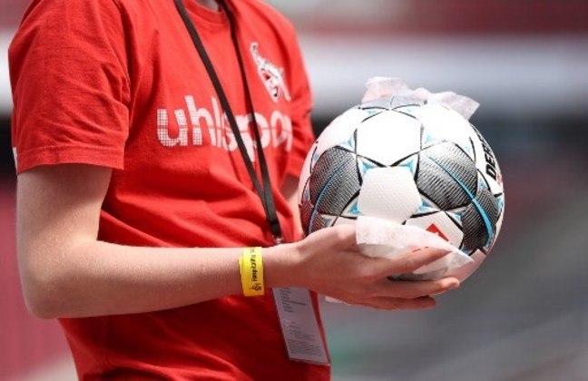 Durante o período de isolamento e férias impostas aos clubes de futebol, muitos atletas e membros de comissões técnicas testaram positivo, mas quase nenhum nome foi revelado, tanto no Brasil quanto no exterior.