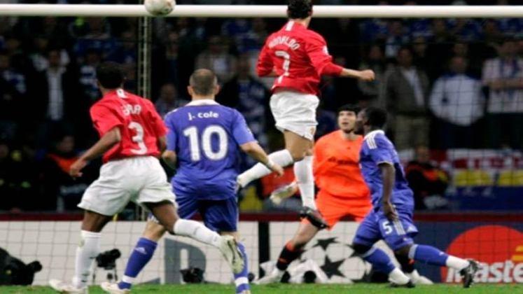 Durante o tempo normal, Cristiano Ronaldo abriu o placar para o United aos 26 do primeiro tempo, e Frank Lampard deixou tudo igual aos 45 minutos. O empate levou a decisão para os pênaltis e, enquanto apenas CR7 perdeu para os Diabos Vermelhos, Terry e Anelka perderam para os Blues.