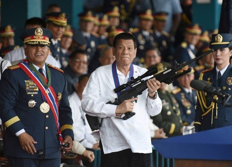 Filipinas do 'durão' Duterte enfrentam forte crise econômica
