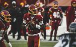 Dwayne Haskins, quarterback do Washington Football, time de futebol americano que disputa a NFL, apareceu sem máscara em uma festa e teve que pagar uma multa de 40 mil dólares.