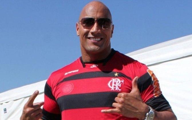 Dwayne Johnson, o The Rock, comprou a XFL, uma liga inteira que é concorrente da gigante NFL, de futebol americano. A compra se deu junto da ex-esposa Dany Garcia e o grupo de investimentos RedBird Capital Partners