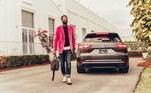Rival do Maserati, Porsche Cayenne também aparece entre as maquinas que o astro já ostentou em suas redes sociais. Com velocidade maxima próximo dos 300 Km/h, o automóvel custaR$ 435 mil