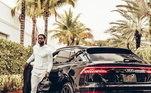 O craque também tem foto com Audi QR8. O automóvel luxuoso tem quase 5 metros de comprimento e desenho esportivo, assim chega custarR$ 503 mil