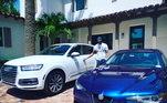 É carro que não acaba! Na foto, o ex-jogador aparece com outro Audi e um Alfa Romeo