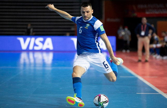 Dyego (Ala) - Um dos remanescentes do último Mundial, o ala de 32 anos é titular e joga no Barcelona (ESP), clube no qual ganhou diversos títulos, como a UEFA Futsal Cup, em 2014. Na temporada 2016/2017, foi eleito o melhor jogador da Liga Espanhola de Futsal.