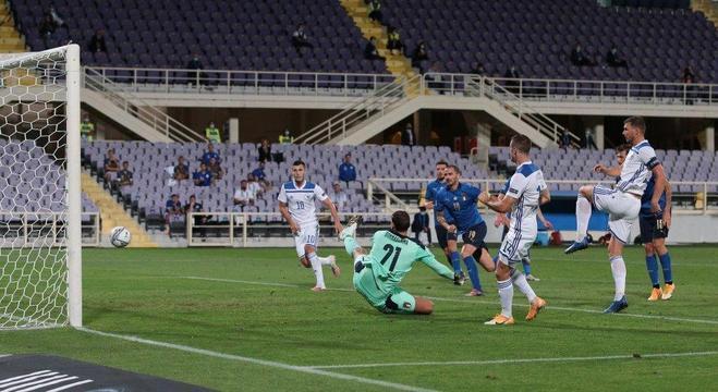 O lance do gol de Dzeko, a Bósnia na frente, 1 X 0