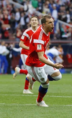 Dzyuba entrou e fez o terceiro gol russo