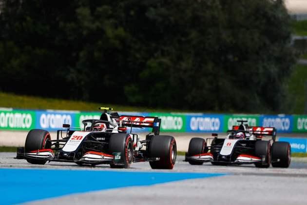É a primeira vez que os dois carros da Haas completaram uma prova em 2020