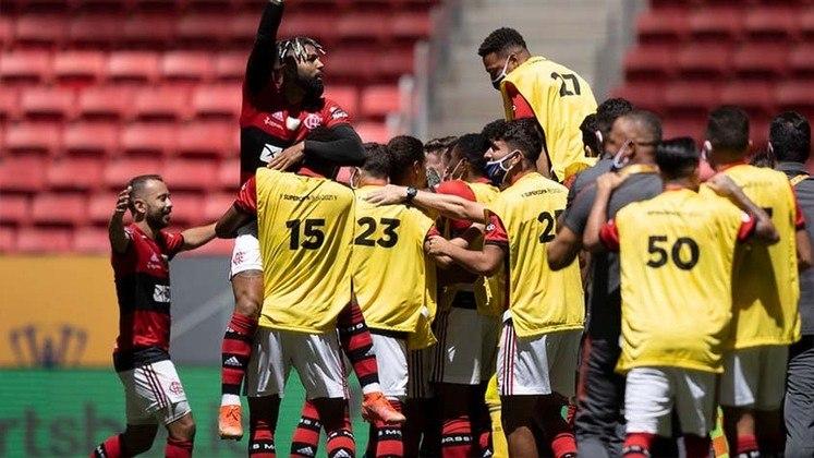 É campeão! Em jogo movimentado, o Flamengo venceu o Palmeiras nos pênaltis, no estádio Mané Garrincha, e sagrou-se bicampeão da Supercopa. Gabi, que se tornou o maior artilheiro do Flamengo no século, e Arrascaeta fizeram os gols no tempo regulamentar. Nas penalidades, Rodrigo Caio fez o gol do título e Diego pegou três para garantir mais título ao Rubro-Negro. A seguir, veja as notas.
