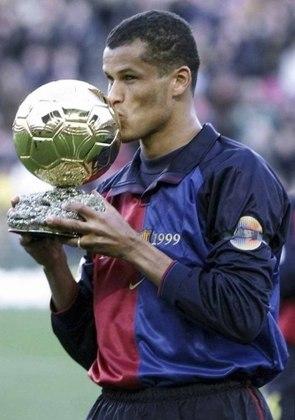 É inegável que Rivaldo viveu seu auge no Barcelona, onde foi eleito o melhor do mundo em 1999. E sua média de gols no clube catalão é pouco superior à que teve no Verdão: 0,53 gol por jogo no Barça (136 gols em 253 partidas entre 1997 e 2002), e 0,52 no Verdão (68 gols em 129 jogos).