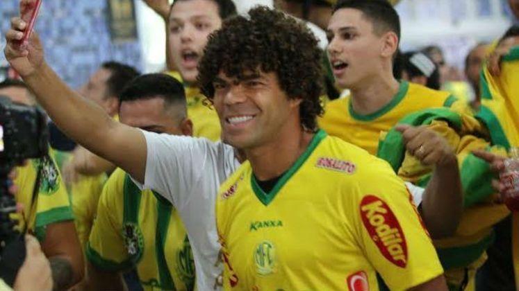 E por falar em gol, Camilo foi o jogador que precisou de menos minutos para estufar as redes na fase de grupos do Paulista. O meia, que agora defenderá a Ponte Preta, marcou cinco vezes, um a cada tento a cada 125 minutos em campo.