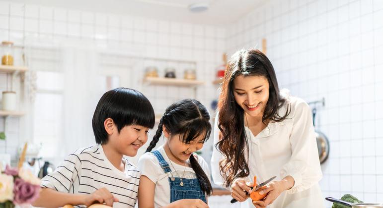 E sempre que possível prefira comer em casa. As refeições caseiras, na maioria das vezes, são mais saudáveis do que as de restaurantes.