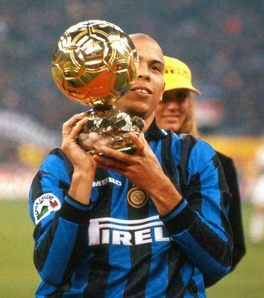 – É uma assombração, porque eu trabalhei com ele na Inter e minha história na Inter terminou muito mal por causa dele. Ele continua aí, deve ter o melhor empresário do mundo – disse Ronaldo.