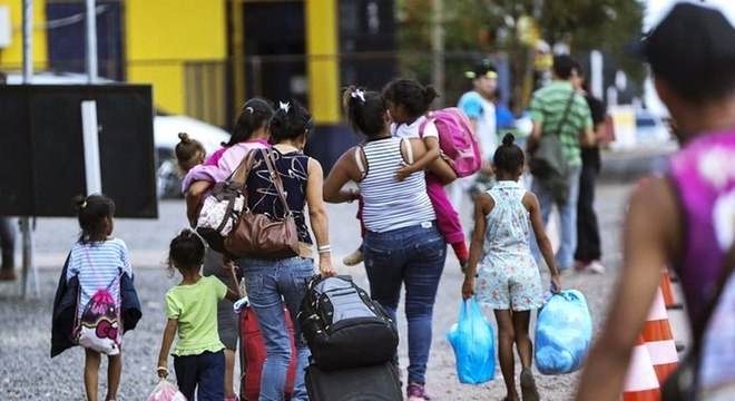 A imigração de venezuelanos ao Brasil ocorre principalmente por Roraima