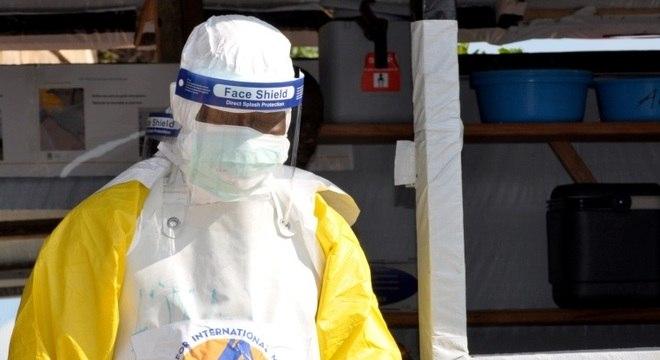 Ebola é altamente contagiosa, sendo transmitida, inclusive depois da morte