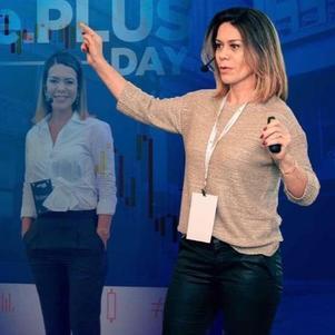 Com expertise de mais de 13 anos, Cissa atua ao lado dos correntistas da CM Capital
