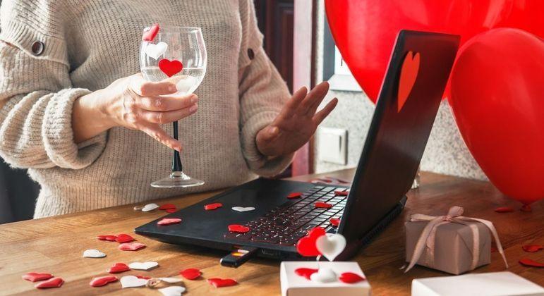 Economize no presente de Dia dos Namorados apostando em leilões