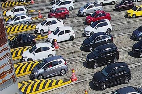 Movimento de carros para voltar  à capital aumenta