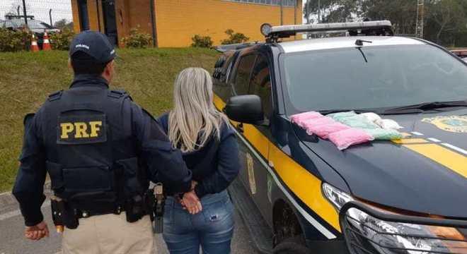 PRF prende garota de 18 anos com 16 mil comprimidos de ecstasy