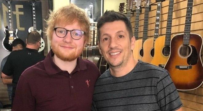 a2414ab9bc6e1 Ed Sheeran surpreende fãs e compra guitarra em São Paulo