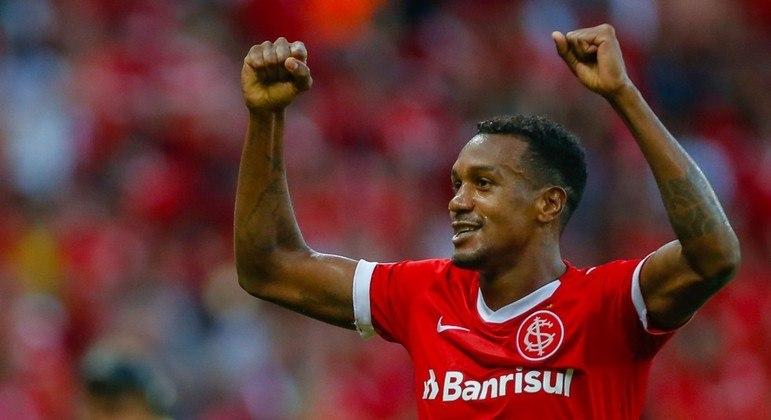 Edenílson marcou o gol aos 52 minutos do segundo tempo. Virada espetacular do líder