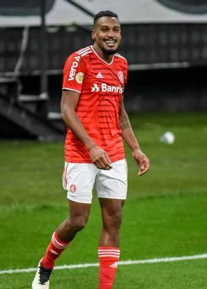 Edenílson é o artilheiro do Brasileirão
