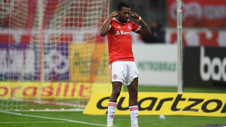 Edenílson - volante - 31 anos - defende o Internacional, onde é titular absoluto do meio-campo.