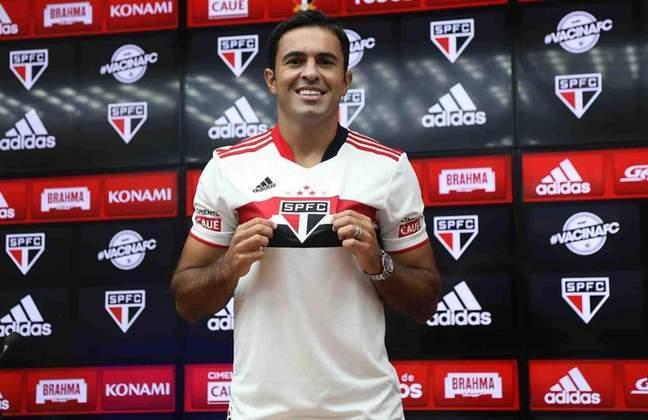 EDER - Além de Miranda, o atacante ítalo-brasileiro é o que mais chamou atenção neste mercado da bola. O jogador de 43 anos estava no futebol da China.