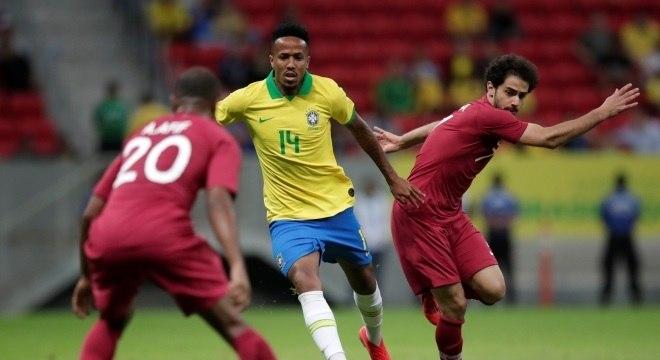 Éder Militão em ação pelo Brasil