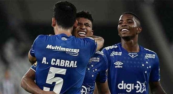 A direção do Cruzeiro via em Éderson um grande investimento. Desperdiçou
