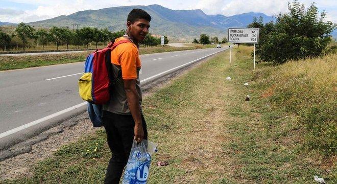 Edgar Centeno quer juntar dinheiro na Colômbia para sustentar a companheira e o filho deles, que ficaram na Venezuela