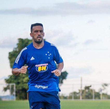 Edilson - Lateral, destacou-se no Botafogo de onde partiu para o Corinthians, Grêmio e Cruzeiro. Teve seu auge no clube gaúcho, mas estava no Cruzeiro rebaixado no ano passado. Está com 34 anos e seu valor de mercado está em torno de R$ 5 milhões