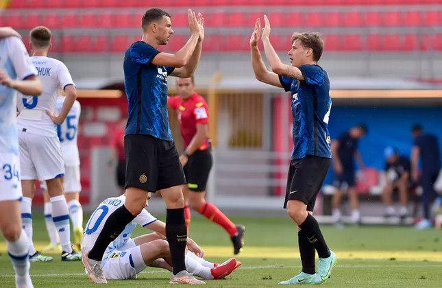 EDIN DZEKO: O atacante deixou a Roma e se juntou à Inter de Milão. O contrato do jogador é válido até junho de 2023