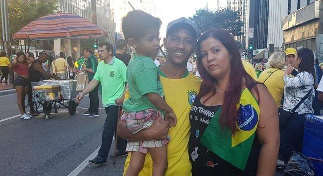 Edmar Rocha da Silva, cobrador de ônibus, e sua família; '(As conversas) só demonstram um juiz se esforçando para fazer Justiça', defende