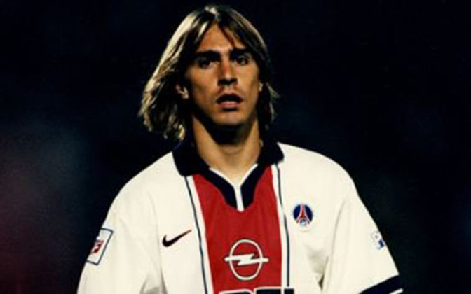 Edmílson atuou em apenas 18 jogos no PSG. Não marcou gols e nem deu assistências. Conquistou um título