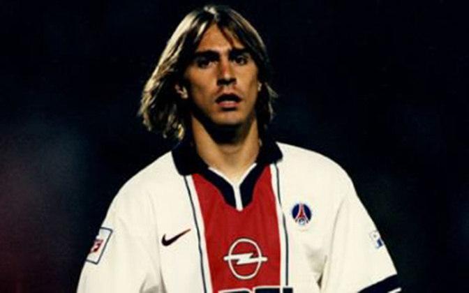 Edmílson atuou em apenas 18 jogos no PSG. Não marcou gols e nem deu assistências. Conquistou um título.
